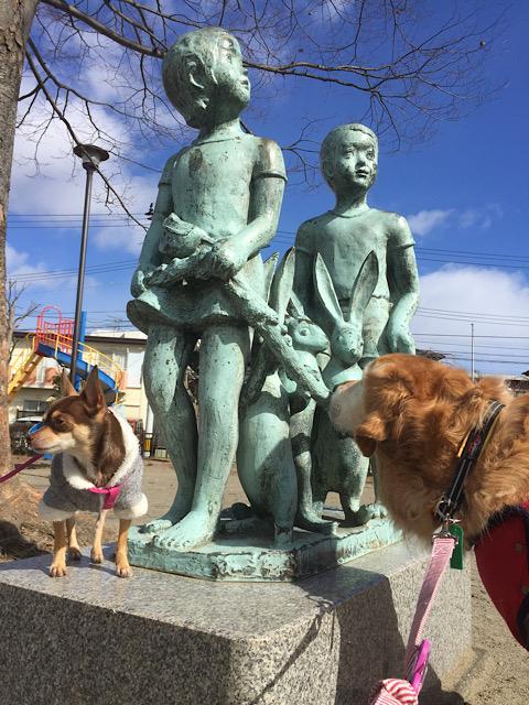 銅像が気になるウォレ助
